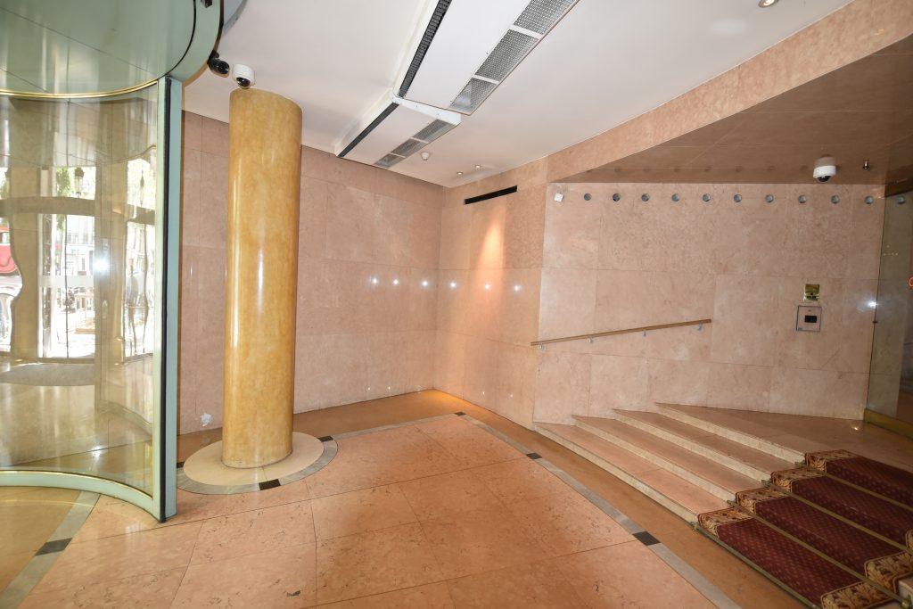 Espace d'accueil avant réfection, vu de la droite de l'entrée